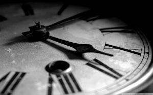 clock_vintage_black_white_freewallpaper