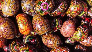 easter-painted-traditional-wallpapers-holiday-wallpaper-imgresize