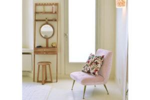 Oak-leaning-mini-dresser-on-location